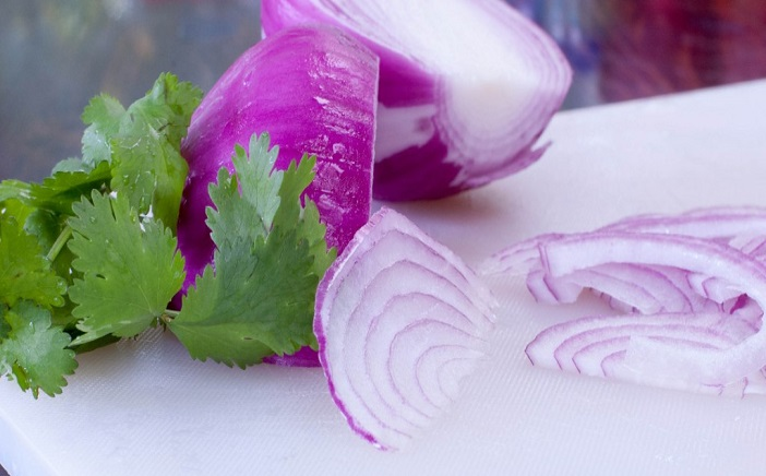 how-to-peel-an-onion-in-8-seconds